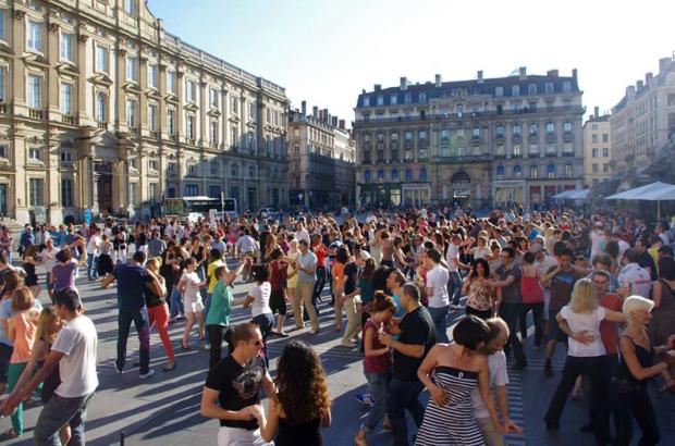 Tempos Latinos place des Terreaux à Lyon Danses latines