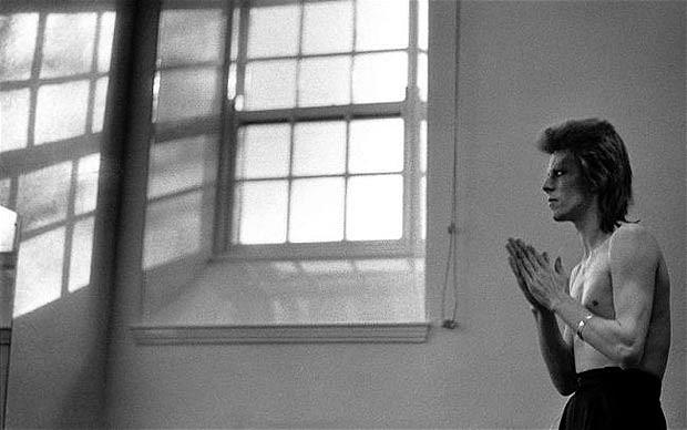 David Bowie yoga wellness prière